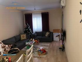 Apartment 2 + 1, Misto Mame