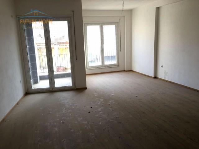 Apartament 3+1 për shitje Komuna e Parisit...