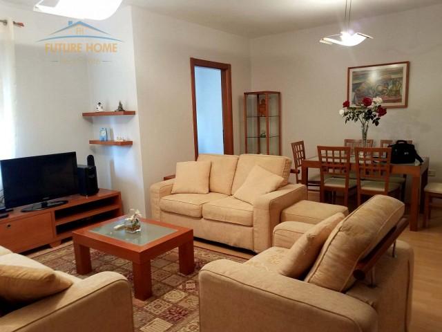 Apartament 3+1 Komuna e  Paris...