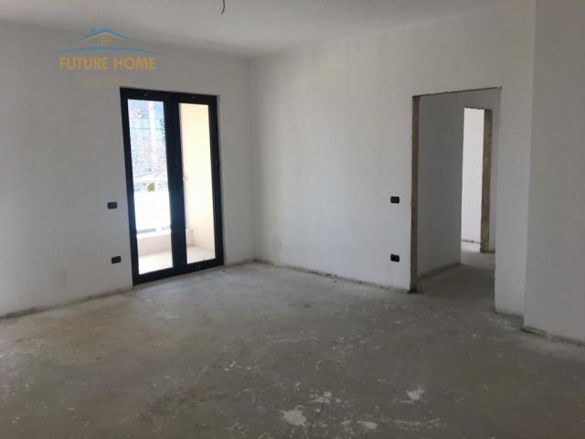 Shitet, Apartament 2+1, Qender...