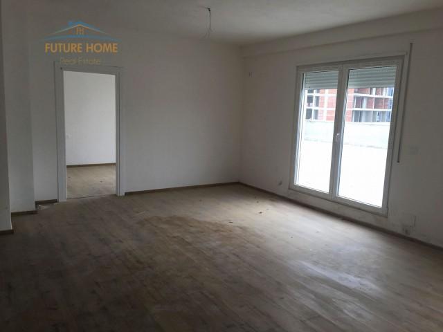Apartament 1+1 për shitje Komuna e Parisit...