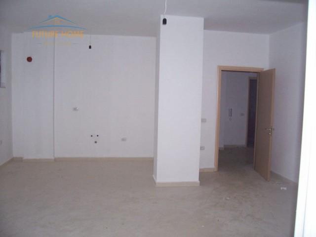 Shitet, Apartament 2+1 , Fresku...