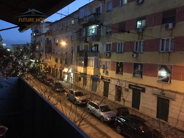 Shitet,Apartament 2+1,Rruga Mine Peza...