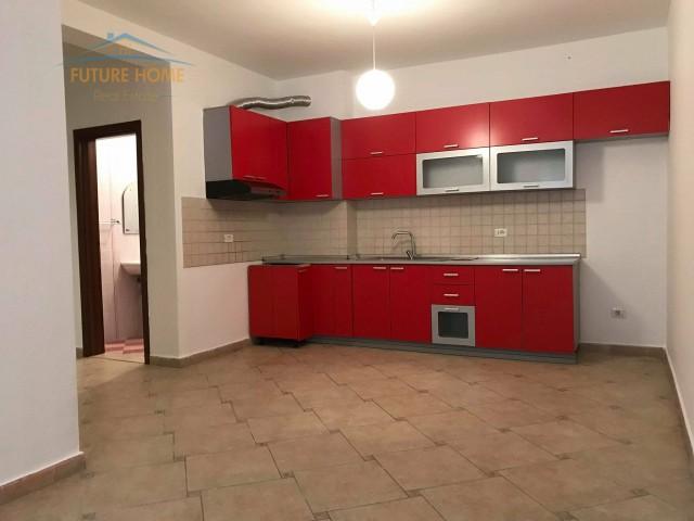 Shitet, Apartament 2+1, Kopsht...