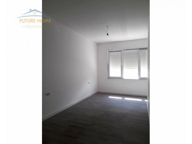Shitet, Apartament 2+1, Liqeni i Thate, Tiranë...