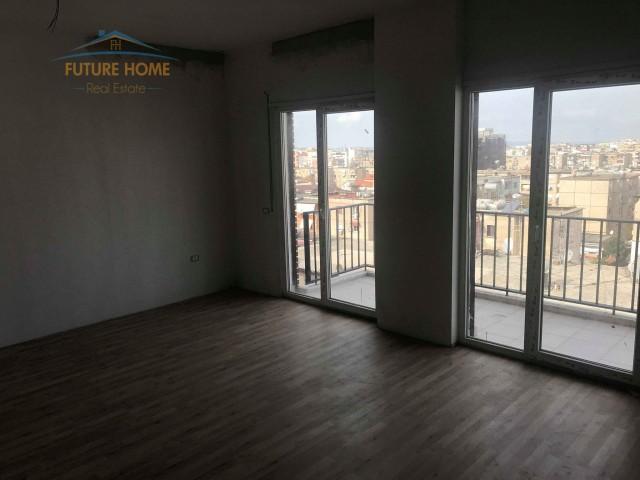 Apartament 2+1, Ali Demi...