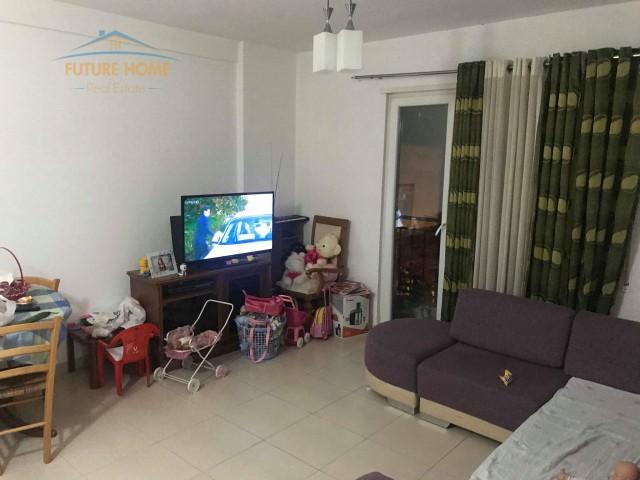 Apartament 1+1, Ali Demi...